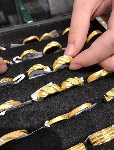 【高雄銀樓分享】結婚金飾價格公道便宜,黃金項鍊、戒指、手鍊的款式都很流行,佛心來的金飾店讓我順利買到滿意的結婚金飾!金飾採買分享推薦~~