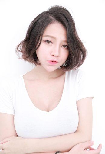 【台中美髮】染髮便宜的美髮沙龍推薦,有最流行的髮色,讓護髮效果髮質看起來更柔順呢~