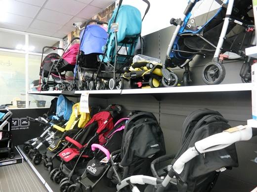 【高雄嬰兒用品價格】很少有像高雄嬰婦用品專賣店有這麼多品項的媽媽寶寶用品,比一般親子生活館專業,主打婦幼用品便宜的也不少,但孕媽私心推薦囉!