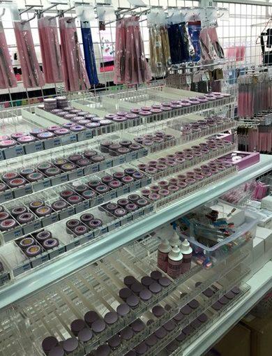 【台中指甲彩繪材料批發】在台中凝膠美甲材料批發店尋寶到很多最新產品,而且藝術指甲的材料也好便宜,要找NSI美甲材料在這裡通通有!