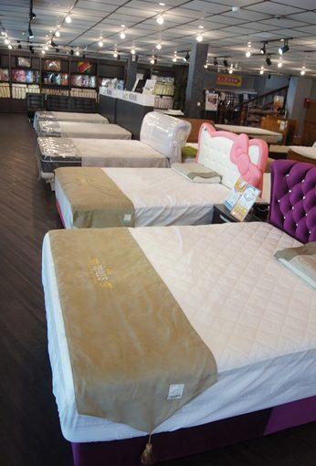 【新竹床墊工廠推薦】挑的乳膠獨立筒床墊也太舒服了吧!他們自家生產的床墊品牌評價也都是有目共睹的高,不僅都是天然乳膠就連雙人床墊尺寸也很多種~