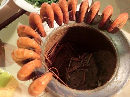【高雄海鮮餐廳】空間蠻大的高雄活蝦專賣店!適合當成慶生場地,生日聚餐就是要來這吃新鮮蝦料理呀!!