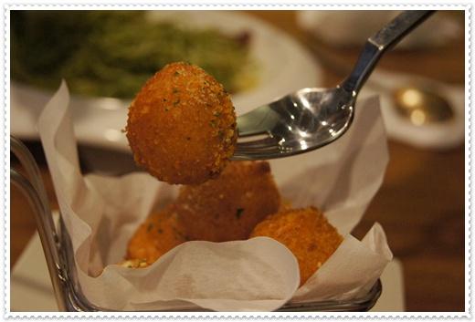 【高雄親子餐廳推薦】高雄人氣咖啡廳的美食料理超正點!網友很推薦外,介紹的義大利麵真的好好吃~超適合家庭聚餐的呀!