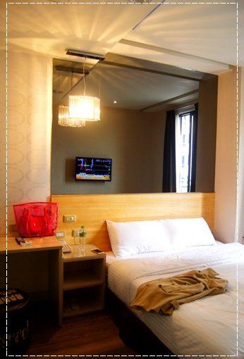 【台南住宿價錢】台南旅館分享到台南商務旅店住宿,比台南其他商旅還推薦,價格比商旅便宜,也相當有質感~還有落地陽台唷!